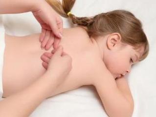 Массаж - одна из составляющих лечения кифосколиоза