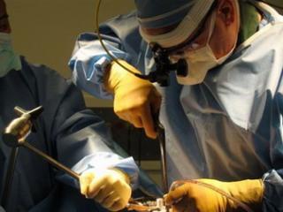 При кисте размером свыше 1,5 см назначается операция