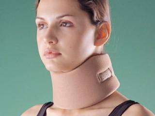 Корсет-воротник фиксирует шею в правильном положении